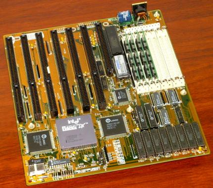 486 Mainboard mit Intel 486-DX33 CPU, 4MB RAM, 7x ISA-Bus, UMC-Chipsatz, AmiBios 1991