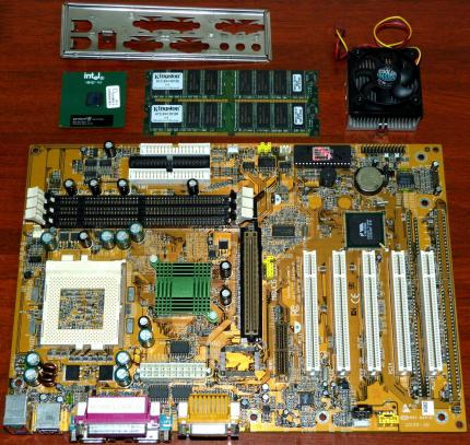 Biostar M6VCG Rev. 1.2 Sockel 370 Mainboard, Intel Pentium III 933MHz CPU sSpec: SL4C9, Kingston 256MB KTC-EN133-128 RAM, Sounblaster on-Board, VIA 694X & VT82C686A AGP USB, Cooler Master Lüfter, Award Bios 2000