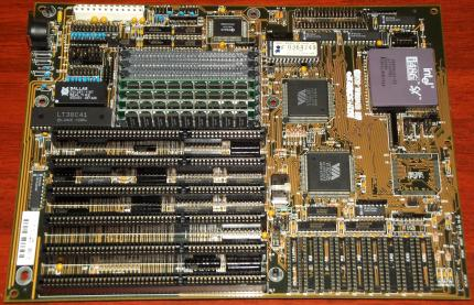 Highscreen 486 Universal Board mit Intel i486 SX20 CPU, 4MB Samsung EDO RAM, VIA VT82C481 & VT82C496, Award Bios 1992