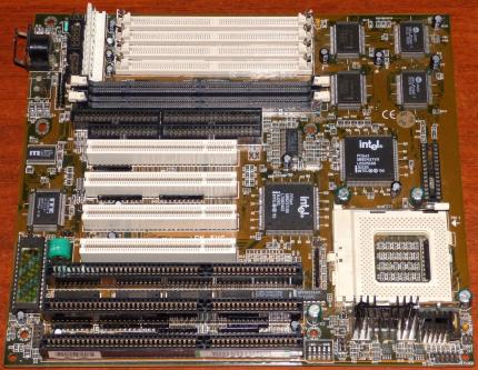 Soyo SY-5VC Mainboard 586 AT, Intel SB82437VX PCIset Triton 430VX, EDO & SD-RAM, Sockel-7, Award Bios 1995